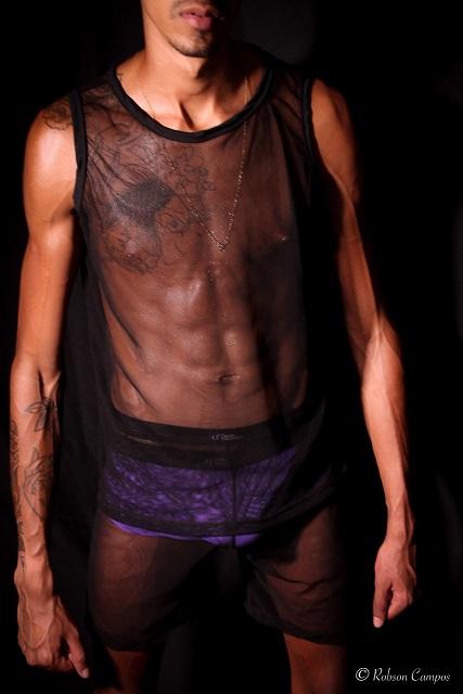 Marca gay Danúbio convida o ator de pornô gay Edu Picasso para estrelar nova coleção