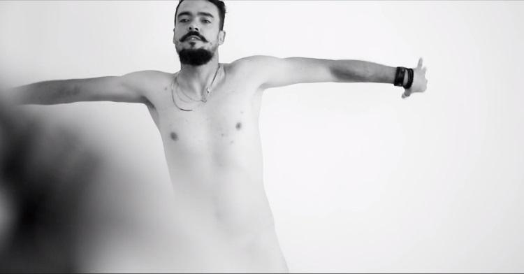 Nova série do Canal Brasil, 502 mostra nudez masculina