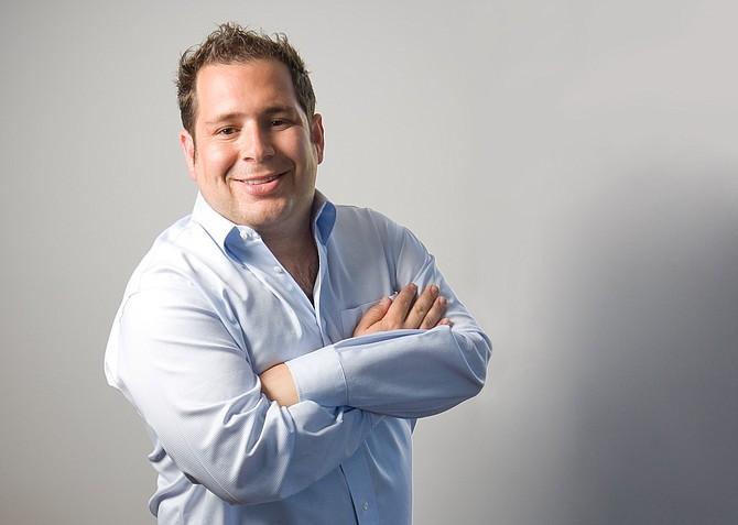 Adam Levin, dono das revistas gays The Advocate e Out Magazine fez doações para políticos homofóbicos