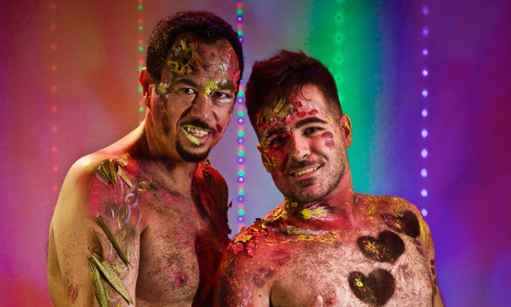 Ator e fotógrafo Hugo faz manifesto com ensaio de nudez