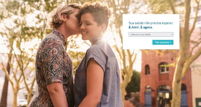 Amil coloca casal de lésbicas em anúncio no site