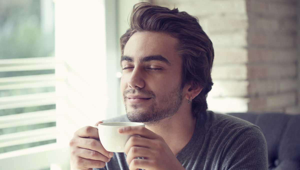 Tomar café 3 vezes por dia diminui riscos de morte para pacientes de HIV e hepatite C