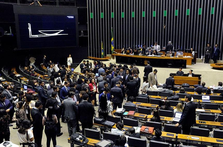 Pesquisa indica que maioria dos novos deputados apoiam a criminalização contra a homofobia