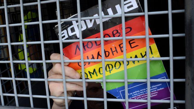 Campo de concentração de gays na Chechênia, saiba como mostrar repúdio