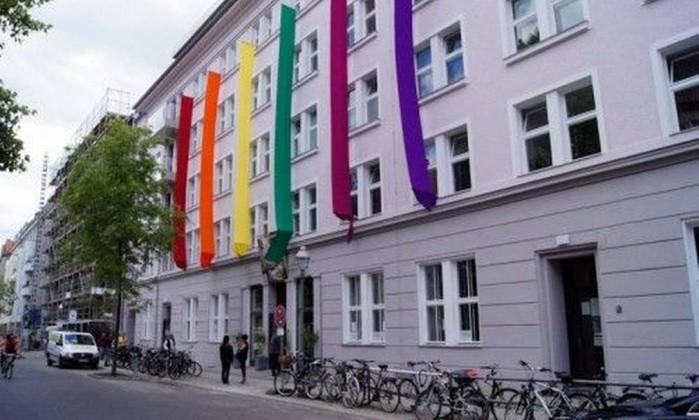 Cidades alemãs criam abrigos para refugiados gays