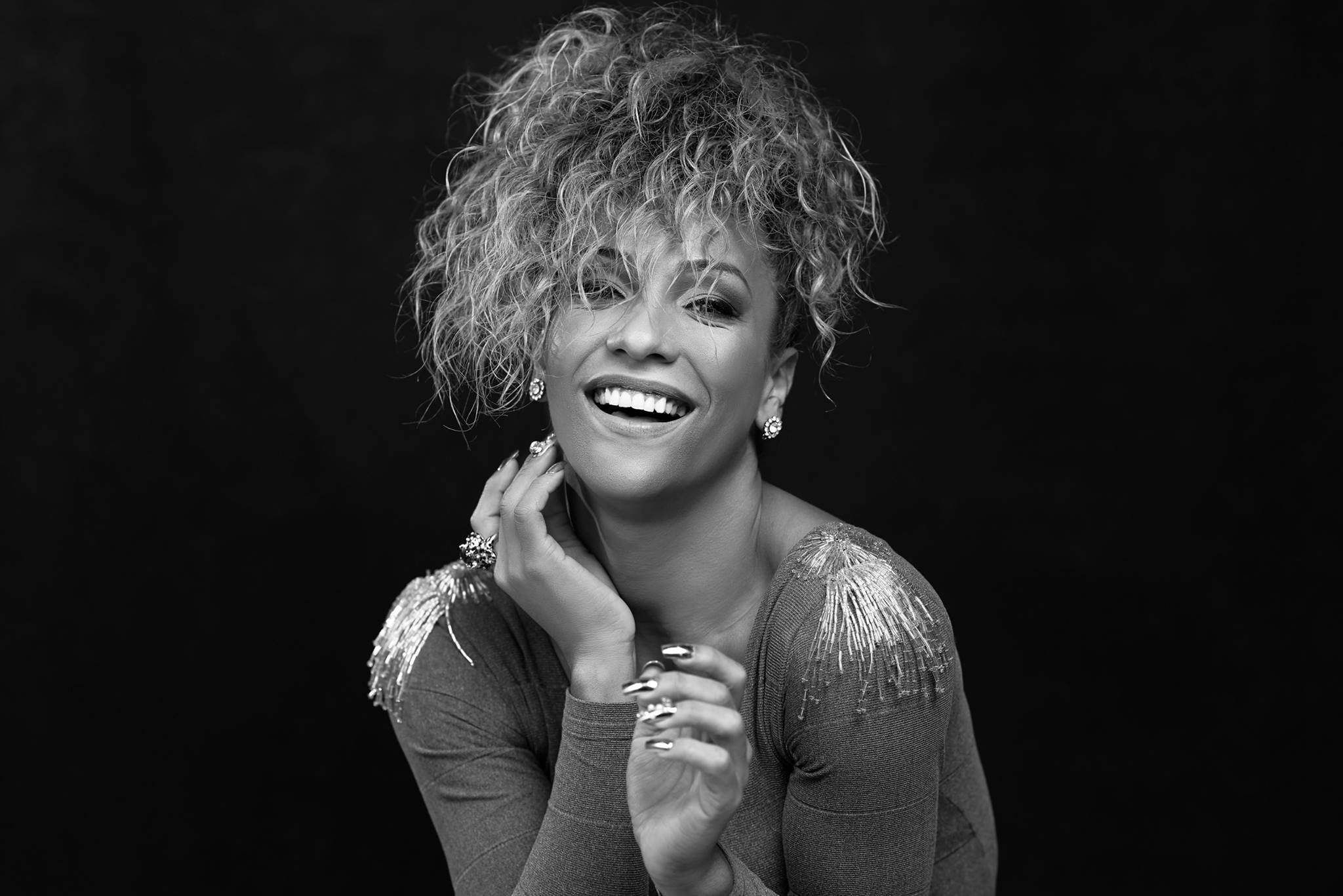 Danna Lisboa cantará no Sarau Bixaria Literária em São Paulo