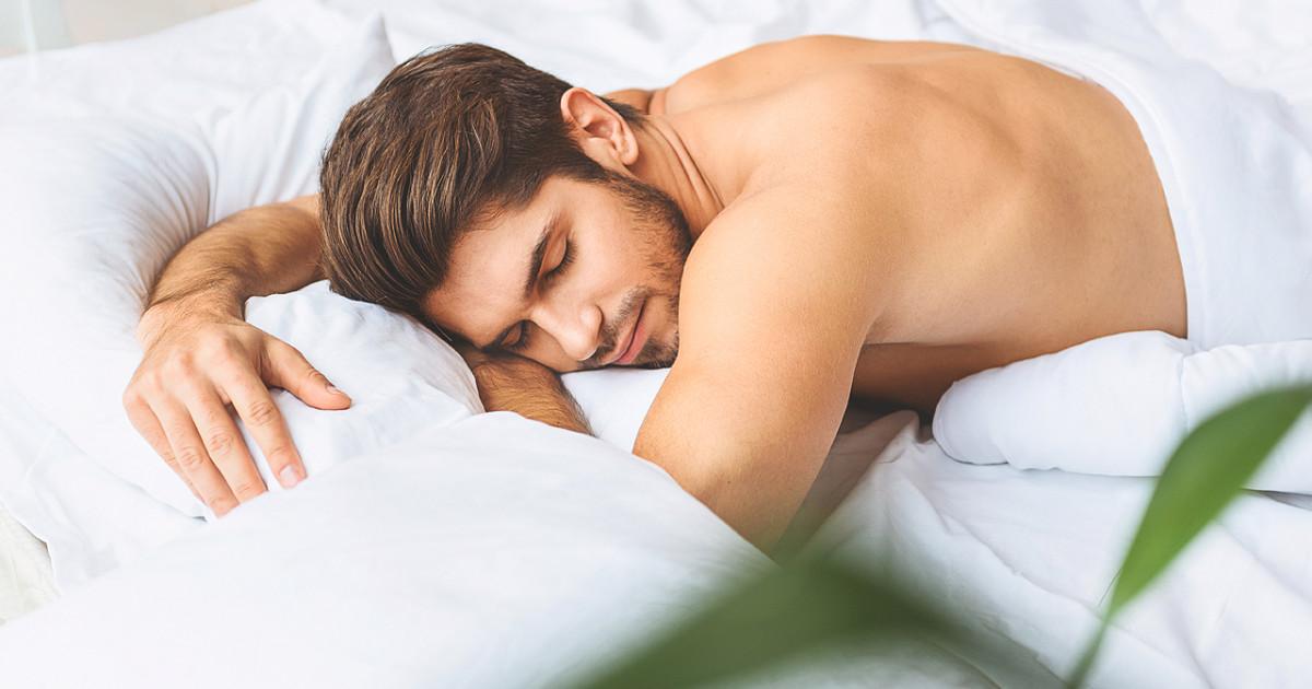 Quem dorme pelado faz mais sexo que quem dorme com roupas, diz pesquisa