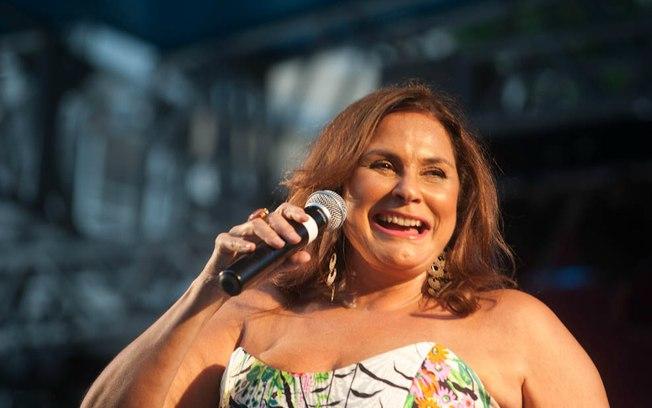 Fafá de Belém cantará em casamento coletivo gay no Recife