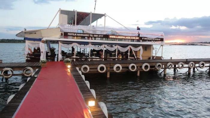 Festa Move Fest no barco Lake Palace de Brasília
