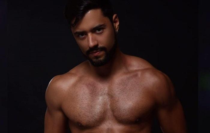 DJ Gui Barros, da Vic Haus, divulga novo set e posa com bumbum pelado