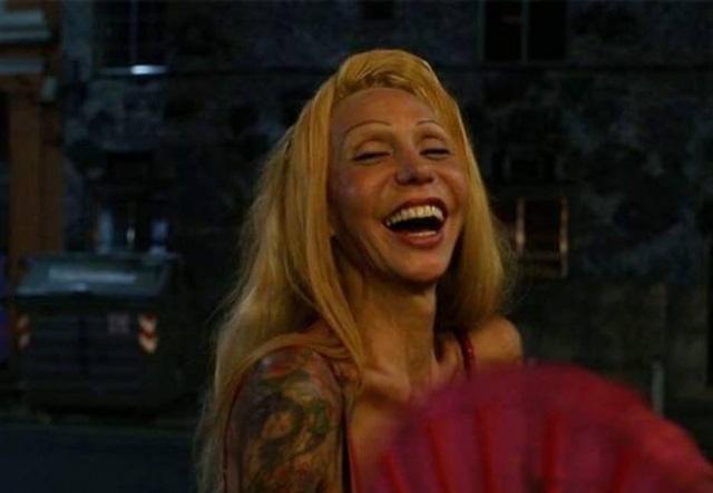 Luana Muniz - travesti brasileira é homenageada no museu gay de Berlim, Alemanha