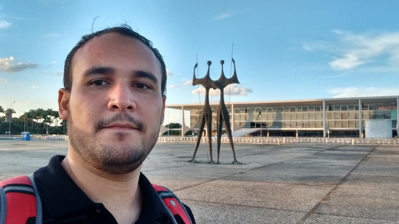 Max Alencar é gay assumido, militante LGBT e candidato a deputado estadual pelo Psol em Minas Gerais