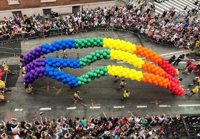 25 imagens da Parada LGBT de Nova York 2017