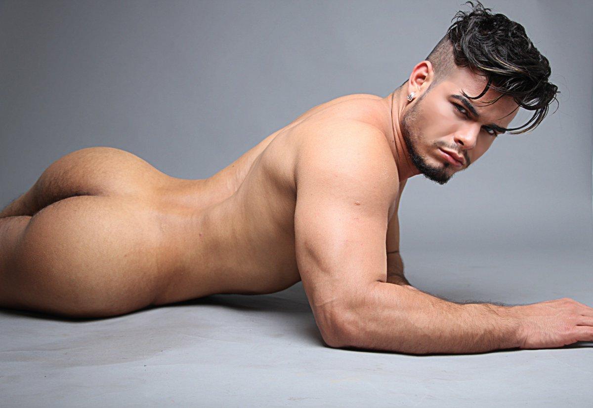 Ator pornô gay Rico Marlon fala sobre bem dotados